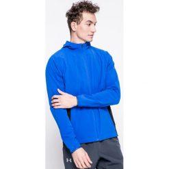 Under Armour - Kurtka Outrun The Storm. Niebieskie kurtki męskie przejściowe marki Under Armour, l, z elastanu, z kapturem. W wyprzedaży za 239,90 zł.