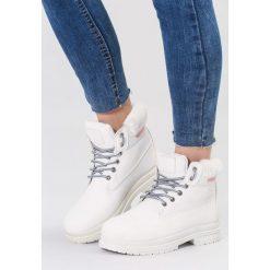 Białe Traperki High Life. Białe buty zimowe damskie vices, z materiału, z okrągłym noskiem, na obcasie. Za 89,99 zł.