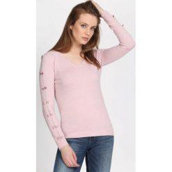 Jasnoróżowy Sweter Reflecting. Szare swetry klasyczne damskie Born2be, l, dekolt w kształcie v. Za 74,99 zł.
