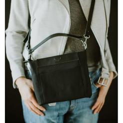 Torebka SWAN BLACK. Czarne torebki klasyczne damskie marki Pakamera, małe. Za 210,00 zł.