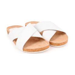 Chodaki damskie: Skórzane klapki w kolorze białym