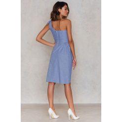 Sukienki hiszpanki: Trendyol Sukienka zakłądana na jedno ramię - Blue