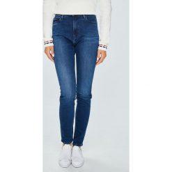 Tommy Jeans - Jeansy Santana. Niebieskie boyfriendy damskie Tommy Jeans, z bawełny, z podwyższonym stanem. Za 399,90 zł.
