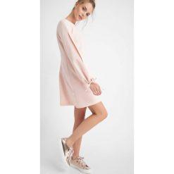 Odzież damska: Trapezowa sukienka z rozciętymi rękawami