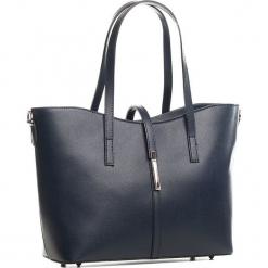 Skórzana torebka w kolorze granatowym - 40 x 27 x 14 cm. Niebieskie torebki klasyczne damskie Mia Tomazzi, z aplikacjami, z materiału, z aplikacjami. W wyprzedaży za 363,95 zł.