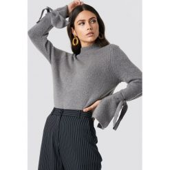 Rut&Circle Sweter z wiązaniami Vera - Grey. Zielone golfy damskie marki Rut&Circle, z dzianiny, z okrągłym kołnierzem. Za 121,95 zł.