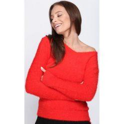 Czerwony Sweter Different At All. Czerwone swetry klasyczne damskie Born2be, xl, z okrągłym kołnierzem. Za 39,99 zł.