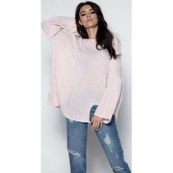 Swetry oversize damskie: Pudrowy  Sweter Asymetryczny z Rozkloszowanymi Rękawami