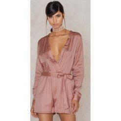 Kombinezony damskie: Evaliah Grace Jedwabny kombinezon z długim rękawem Sahara – Pink