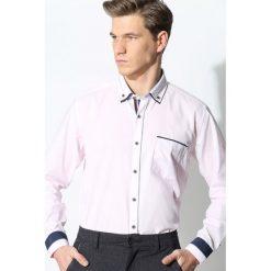 Jasnoróżowa Koszula Business Class. Szare koszule męskie na spinki marki House, l, z bawełny. Za 39,99 zł.