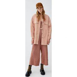 Sztruksowa koszula wierzchnia. Czerwone koszule damskie Pull&Bear, ze sztruksu. Za 159,00 zł.