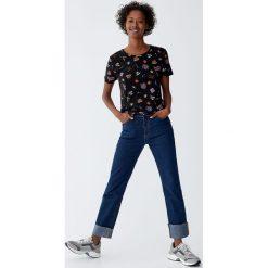 Koszulka z nadrukiem jedzenia. Czarne t-shirty damskie Pull&Bear, z nadrukiem. Za 29,90 zł.