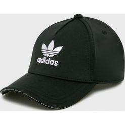 Adidas Originals - Czapka. Czarne czapki z daszkiem damskie adidas Originals, z bawełny. W wyprzedaży za 79,90 zł.