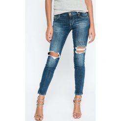 Guess Jeans - Jeansy. Niebieskie jeansy damskie rurki marki Guess Jeans, z obniżonym stanem. W wyprzedaży za 479,90 zł.