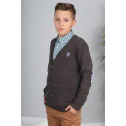 Brązowy Sweter Zapinany  NDZ8014. Brązowe swetry chłopięce Fasardi. Za 69,00 zł.