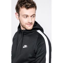 Nike Sportswear - Bluza. Czarne bejsbolówki męskie Nike Sportswear, m, z bawełny, z kapturem. W wyprzedaży za 219,90 zł.