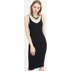 Sukienka midi z prążkowanego materiału na ramiączkach. Niebieskie sukienki na komunię marki bonprix, z nadrukiem, na ramiączkach. Za 49,90 zł.