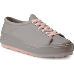Półbuty MELISSA - Be Ad 31991 Grey/Pink 01086. Szare półbuty damskie marki Melissa, z tworzywa sztucznego, na płaskiej podeszwie. W wyprzedaży za 229,00 zł.