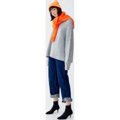 Miękki sweter z okrągłym dekoltem. Niebieskie swetry klasyczne damskie marki Pull&Bear. Za 109,00 zł.