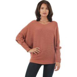 Sweter w kolorze czerwonobrązowym. Brązowe swetry klasyczne damskie marki L'étoile du cachemire, z kaszmiru, z okrągłym kołnierzem. W wyprzedaży za 129,95 zł.