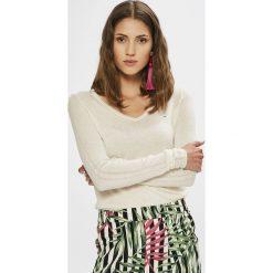 Tommy Jeans - Sweter. Szare swetry klasyczne damskie marki Tommy Jeans, l, z dzianiny. W wyprzedaży za 299,90 zł.