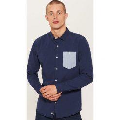 Koszula z kontrastową kieszonką - Granatowy. Niebieskie koszule męskie na spinki House, l, z kontrastowym kołnierzykiem. Za 69,99 zł.