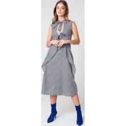 Sukienki: NA-KD Trend Sukienka w kratę z wiązaniem – Black,Multicolor
