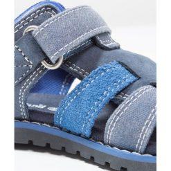 Timberland POKEY PINE FISHERMAN Sandały sapphire. Niebieskie sandały chłopięce Timberland, z gumy. Za 269,00 zł.