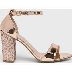 Answear - Sandały. Szare rzymianki damskie ANSWEAR, z materiału, na obcasie. W wyprzedaży za 119,90 zł.