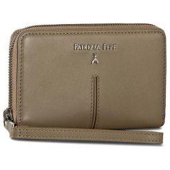 Duży Portfel Damski PATRIZIA PEPE - 2V4643/A483R-S439 Uniform Gray. Czarne portfele damskie marki Patrizia Pepe, ze skóry. W wyprzedaży za 379,00 zł.