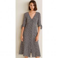 Mango - Sukienka Daisy. Szare sukienki mini marki Mango, na co dzień, l, z tkaniny, casualowe, z dekoltem halter, na ramiączkach, rozkloszowane. W wyprzedaży za 99,90 zł.