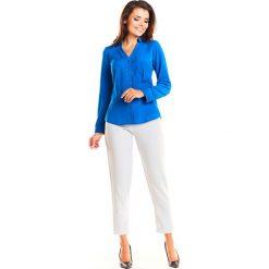 Niebieska Wizytowa Taliowana Koszula z Dekoltem. Niebieskie koszule wiązane damskie Molly.pl, l, eleganckie, dekolt w kształcie v, z długim rękawem. Za 109,90 zł.