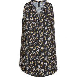 Bluzka bonprix czarny w kwiaty. Czarne bluzki z odkrytymi ramionami bonprix, w kwiaty, z materiału. Za 37,99 zł.