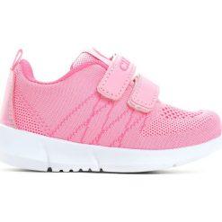 Różowe Buty Sportowe Girl Chic. Czerwone buty sportowe dziewczęce marki Born2be, z materiału, z okrągłym noskiem, na obcasie. Za 39,99 zł.