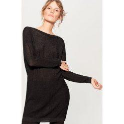 Sweter z wycięciem na plecach - Czarny. Czarne swetry klasyczne damskie marki Mohito, l, z dekoltem na plecach. W wyprzedaży za 79,99 zł.
