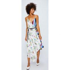 Answear - Sukienka Violet Kiss. Szare sukienki asymetryczne marki ANSWEAR, na co dzień, l, z materiału, casualowe, z asymetrycznym kołnierzem, na ramiączkach, midi. W wyprzedaży za 139,90 zł.
