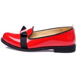 Mokasyny w kolorze czerwono-czarnym. Białe mokasyny męskie marki Shoes with Love. W wyprzedaży za 179,95 zł.