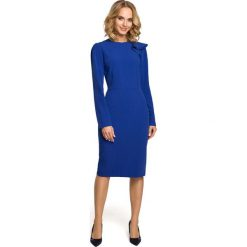 Chabrowa Sukienka Elegancka Ołówkowa z Falbankami na Ramieniu. Niebieskie sukienki balowe Molly.pl, do pracy, l, z dekoltem na plecach, z długim rękawem, midi, dopasowane. Za 128,90 zł.
