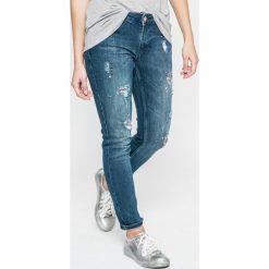 Silvian Heach - Jeansy Britney. Niebieskie jeansy damskie marki Silvian Heach, z obniżonym stanem. W wyprzedaży za 239,90 zł.