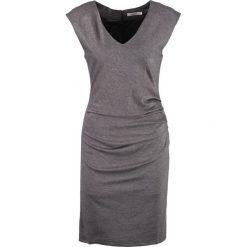 Sukienki hiszpanki: Kaffe INDIA V NECK Sukienka etui dark grey melange