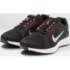 Nike Performance DOWNSHIFTER Obuwie do biegania treningowe black/metallic silver/anthracite/white/racer pink. Czarne buty sportowe dziewczęce marki Nike Performance, z materiału, do biegania. Za 209,00 zł.