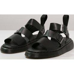Dr. Martens GRYPHON Sandały black. Czarne sandały męskie Dr. Martens, z materiału. Za 669,00 zł.