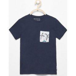 T-shirt z kieszonką - Granatowy. Niebieskie t-shirty chłopięce marki Reserved, l. Za 39,99 zł.