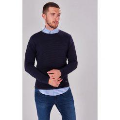 Swetry klasyczne męskie: Sweter w kolorze granatowym