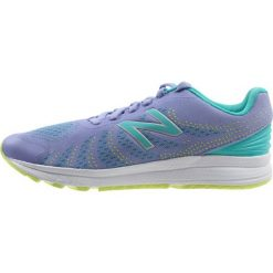 New Balance Obuwie do biegania treningowe lavender. Szare buty sportowe chłopięce marki New Balance, na lato, z materiału. Za 319,00 zł.