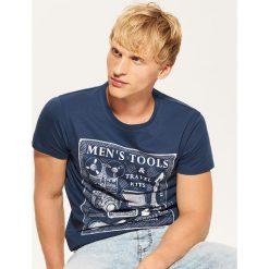 T-shirt z nadrukiem - Niebieski. Niebieskie t-shirty męskie z nadrukiem House, l. Za 35,99 zł.
