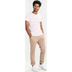T-shirty męskie z nadrukiem: Suit NOEL Tshirt z nadrukiem pale pink
