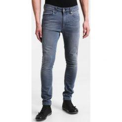 Pier One Jeans Skinny Fit grey. Szare rurki męskie marki Pier One. W wyprzedaży za 135,20 zł.