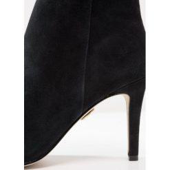 Buffalo Ankle boot black. Czarne botki damskie skórzane marki Buffalo. W wyprzedaży za 343,20 zł.
