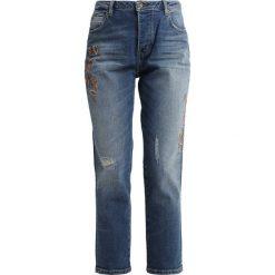 Mustang Jeansy Relaxed Fit medium middle. Niebieskie jeansy damskie relaxed fit marki Mustang, z aplikacjami, z bawełny. Za 389,00 zł.